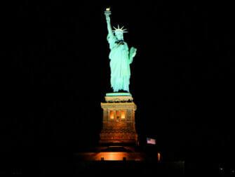 Crociera con cena a buffet a New York   Statua della Libertà