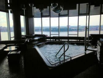 Gay Bar a New York - Le Bain piscina