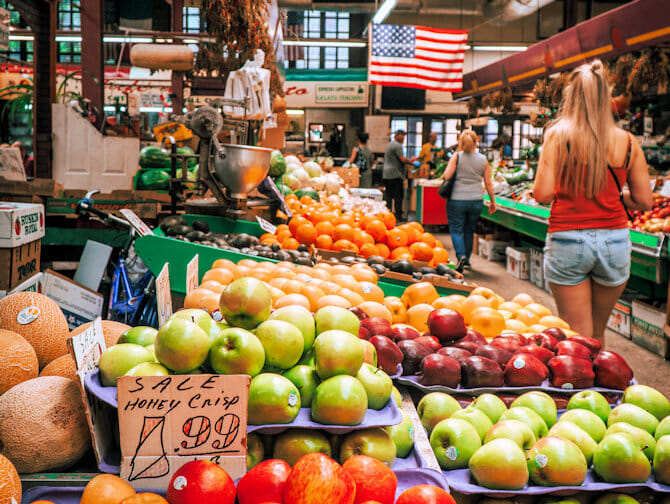 Mercato italiano nel Bronx New York