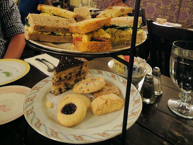 High Tea all'Alices Tea Cup a NYC