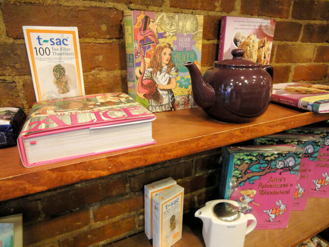 Teiera di Alices Tea Cup a New York