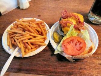 I migliori hamburger a New York Corner Bistro in NYC
