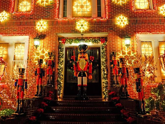 La stagione natalizia a New York - Dyker Heights addobbi