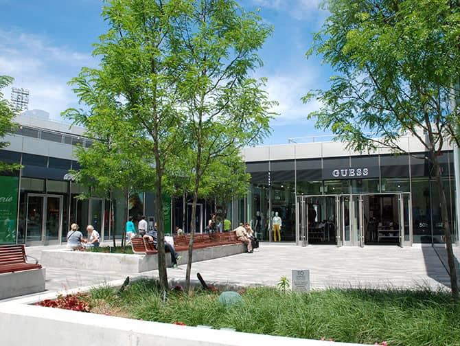 Empire Outlets New York City - Guess