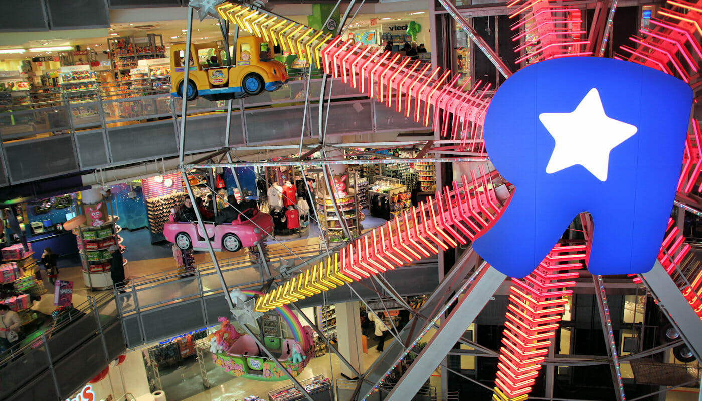 Ruota panoramica al toys R us in New York