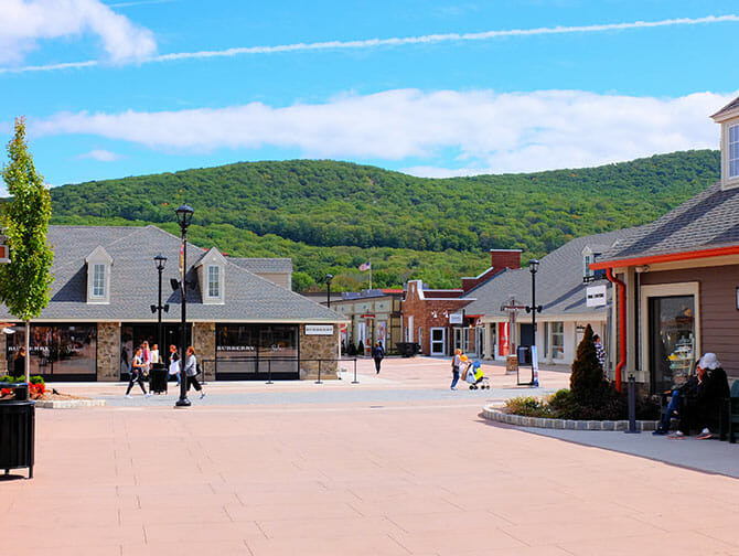 Outlet a New York Woodbury Common - Piazza