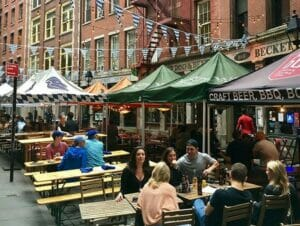 Mangiare in Stone Street a New York
