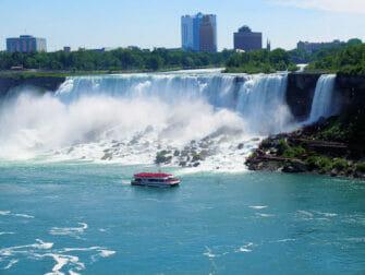 New York alle Cascate del Niagara in aereo privato per un giorno - Giro in battello Tour