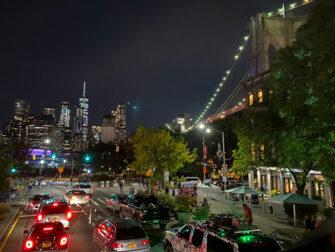 Autobus turistico Gray Line a New York - Brooklyn di notte