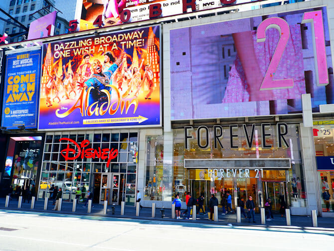 Theater District a New York - Forever21