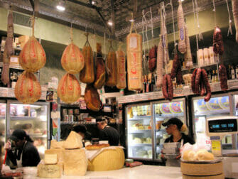 Chinatown e Little Italy Food Tour - Formaggi italiani