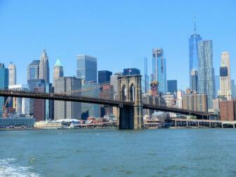 NYC Ferry a New York - Brooklyn Bridge