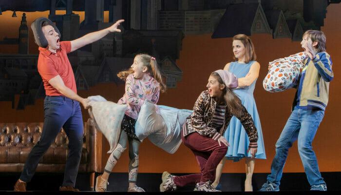 Biglietti per Mrs. Doubtfire a Broadway - Battaglia di cuscini