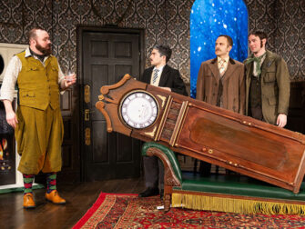 Biglietti per The Play That Goes Wrong a New York - Oggetti
