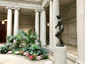 The Frick Collection a New York - La statua