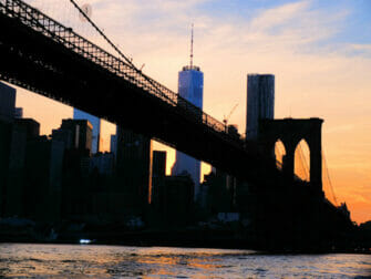 Giro in battello al tramonto a New York Brooklyn Bridge