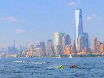 Fare jet ski a New York One World Trade Center
